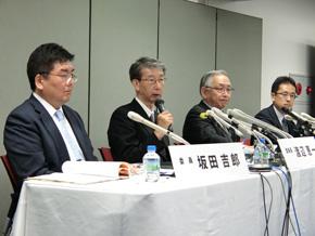 写真左から特別調査委員会の坂田吉郎氏、渡辺恵一氏、八重樫武久氏、吉野弦太氏