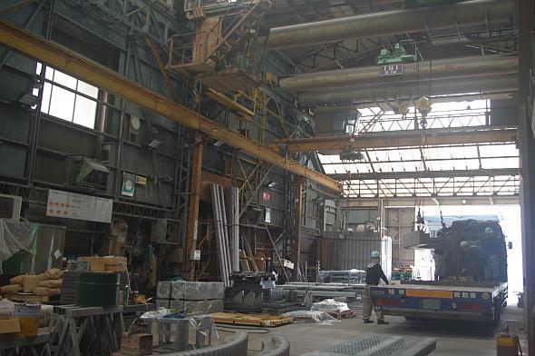 陸送できるサイズのものなら、なんでも社内工場で塗装が可能