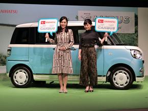 写真左からマーケティング評論家の牛窪恵氏と女優の高畑充希