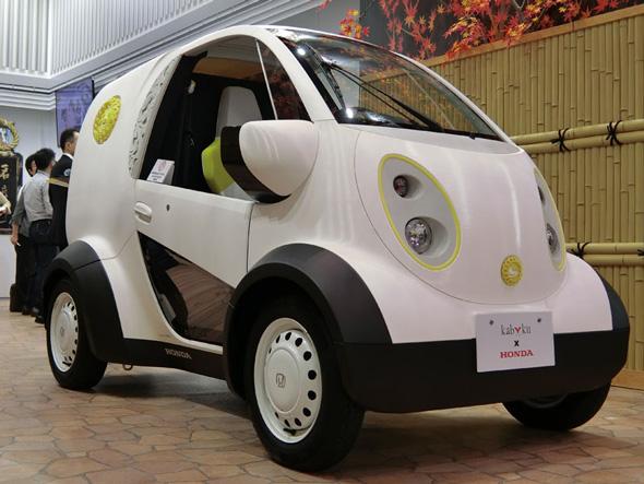 ホンダが、鳩サブレーの豊島屋やプロダクトデザインを手掛けるカブクと共同製作した超小型EV(電気自動車)「マイクロコミューター豊島屋モデル」