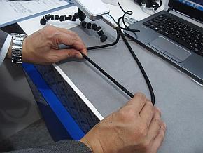 「ロボ電」のHDMIケーブルを伸ばした状態