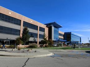 トヨタテクニカルセンターでは購買部門や試作部門のために建屋の工事が進んでいる