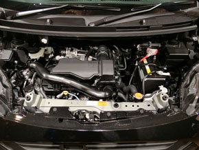 パワートレインは、街乗りユーザー向けのNAエンジンと高速道路でもストレスないターボエンジンの2種類。写真はNAエンジン