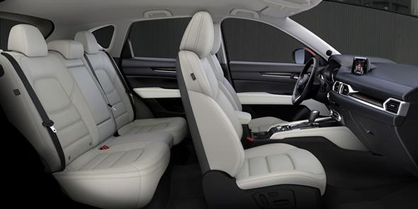 SUVらしい剛性感と上質さを融合させた、立体感のあるシートデザイン