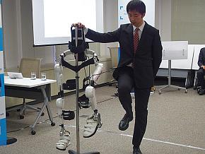 ロボット治療器「HAL医療用下肢タイプ」のデモ