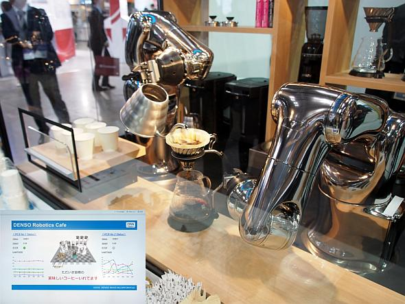 2台のロボットアームがバリスタ張りにコーヒーを淹れるデモ