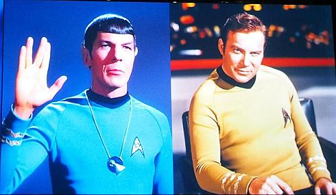 スタートレックのミスター・スポック(左)とカーク船長(右)で昔と今のAIの違いを説明