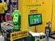 """ファナックの""""緑の安全ロボット""""が小型製品を拡充、部品組み立てで""""協働"""""""
