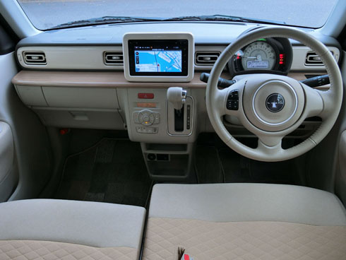 運転席周りの装備は、普通車も軽自動車もそん色なくなってきた