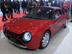 クラシックカーのようにカスタマイズされた軽オープンカーの「S660」