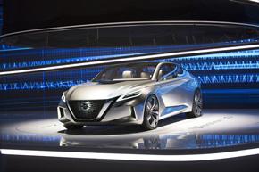 将来に向けたセダンのデザインの方向性を示したコンセプトカー「Vmotion 2.0」