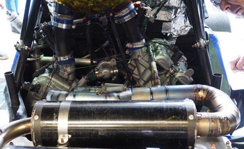 SV650をボアダウンしたVツインエンジンとチタンエキゾーストパイプ