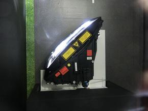 R8のヘッドランプユニット