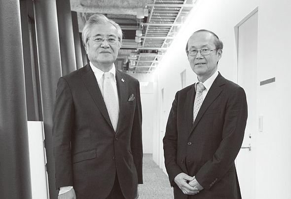 東京大学大学院情報学環教授の坂村健氏(左)とIPA/SEC所長の松本隆明氏(右)