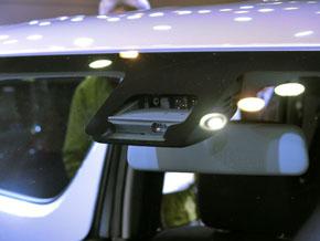 センサーは単眼カメラとレーザーレーダーの組み合わせ
