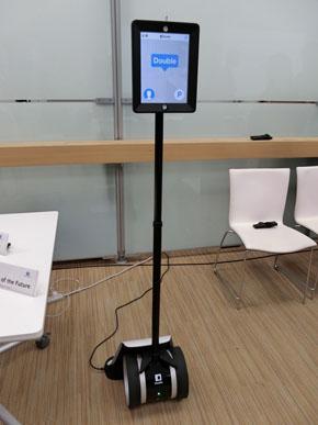 シリコンバレーのビジネスイノベーションセンターで開発したスマートオフィス向けロボット