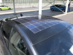 ソーラー充電システムは26万円のメーカーオプション