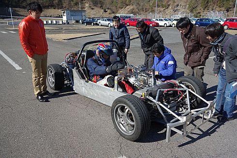 より高い安全性を目指し、車体走行テストを繰り返した