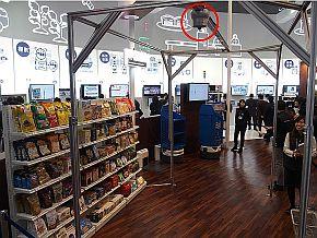 NECが展示した店舗業務支援ロボット