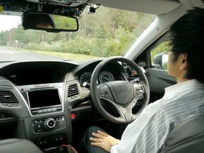 開発中の自動運転車