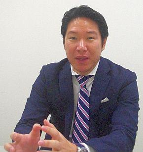 「GLM G4の価格は、現在ディーラー向けにマーケティングしている最中」と語る小間氏