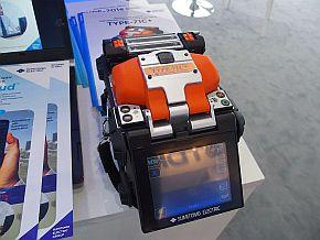 住友電気工業の融着接続機「TYPE-71C+」