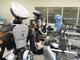 機械と人間の最強タッグ、資生堂が人型ロボットを化粧品生産ラインに導入