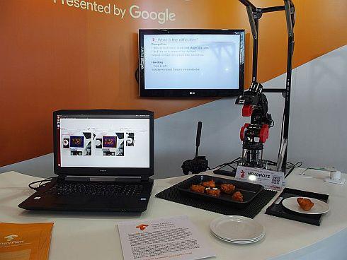 「から揚げ配膳ロボット」の展示