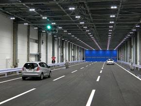 特異環境試験場は3車線分の幅がある直線200mの建屋