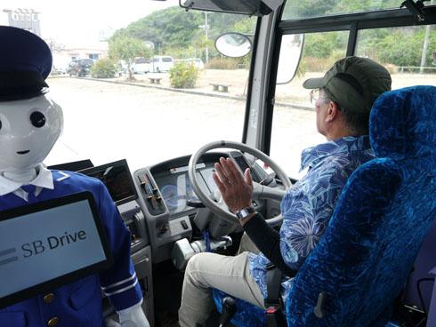 今回の実験ではアクセル制御とステアリング操作を自動化。ブレーキ制御についてはドライバーが担当した