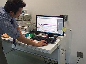ノイズのエミッションの測定結果は電波暗室の外で確認