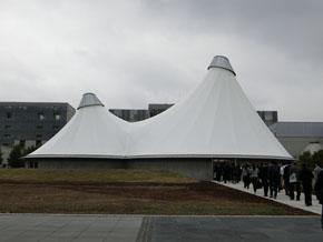 テントのような謎の建物