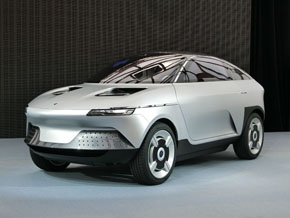 同社の樹脂材料を多用したコンセプトカー「AKXY(アクシー)」