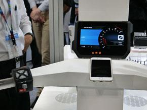 二輪メーカーのKTMに採用された液晶ディスプレイのメーター