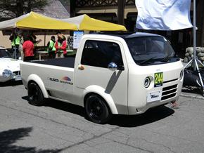 峠を走るコンセプトカー「T880」
