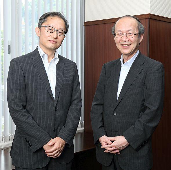 組込み適塾の塾長で大阪大学大学院教授の井上克郎氏(左)とIPA/SEC所長の松本隆明氏(右)