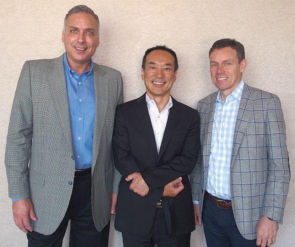 左から、キナクシスのリチャード・ロード氏、日本法人社長の金子敏也氏、デビッド・ケリー氏