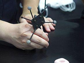 工具にはモーションキャプチャー用のマーカー