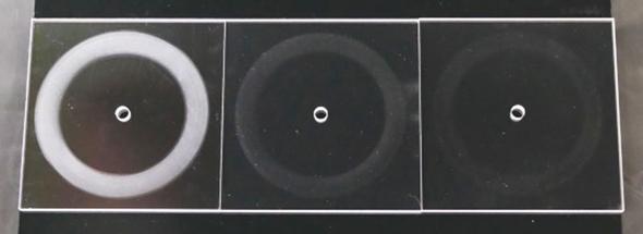 ポリカーボネート樹脂の耐摩耗性試験の結果比較。左:ハードコートなし、中央:ウェット法、右:プラズマCVD法