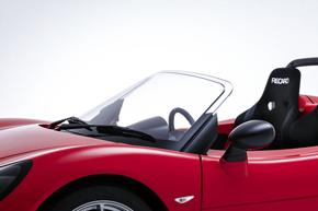 電気自動車(EV)ベンチャーのGLMにポリカーボネート樹脂製フロントウィンドウを供給