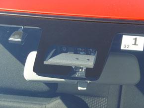 スイフトで初採用した単眼カメラと赤外線レーダーを組み合わせた「デュアルセンサーブレーキサポート」。ドイツのコンチネンタル製で、ハードウェアはトヨタ自動車の「セーフティセンスC」と同じもの