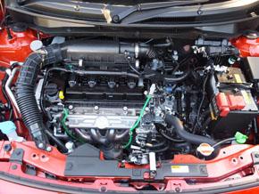 エンジンは3種類を用意。写真は排気量1.2lのエンジンをモーターアシストするマイルドハイブリッド