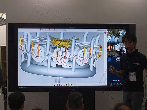 ブース内ステージの技術セミナーでは84インチモデルの「Surface Hub」を使用