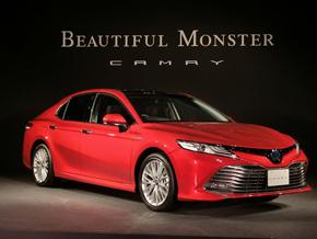 「赤はマツダの色じゃない。もともとはトヨタの色ですよ。企業ロゴも赤でしょう」とデザイン担当さん力説。この赤のボディーカラーはプリウスと同じです