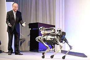 孫氏の基調講演にはBostonDynamicsの4足歩行ロボット「SpotMini」が登場した