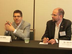 写真右からTRIのギル・プラット氏、TRIの投資担当幹部
