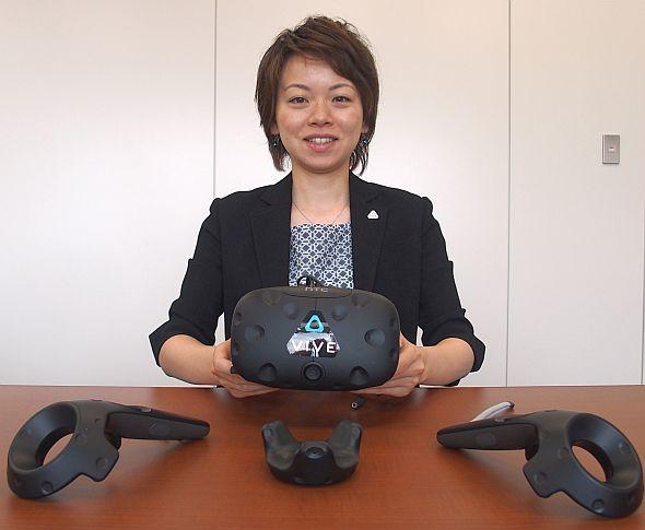 HTC NIPPONの西川美優氏と「VIVE」