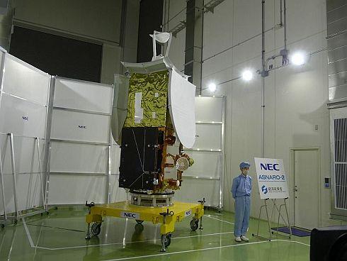 NEC府中事業場で公開された小型レーダー衛星「ASNARO-2」