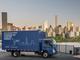 「世界初」の量産電気トラック、三菱ふそうがセブンイレブンなどに納入開始
