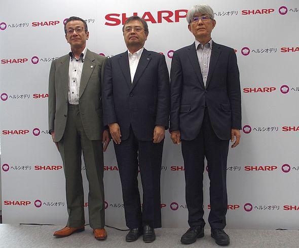 左から、タイヘイ 社長の太田健治郎氏、シャープの長谷川祥典氏、ぐるなび 社長の久保征一郎氏
